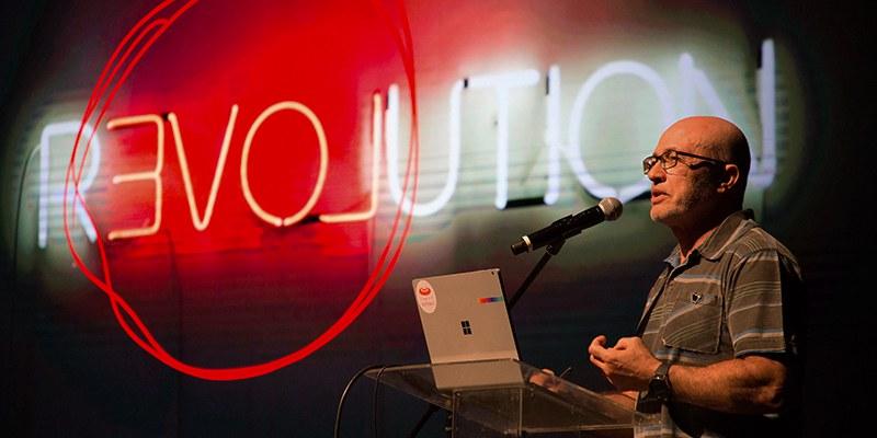 Silvio Meira e suas análises sobre o novo tempo na live do Divesh Makan da Iconic